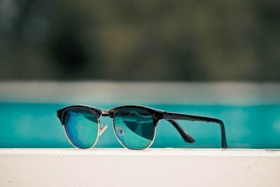 How to tell if a pair of sunglasses is 'baby' or 'quay'