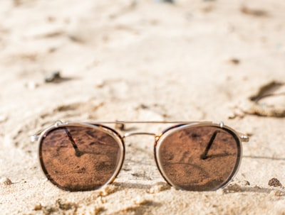 U.S. approves new rules for men's sunglasses